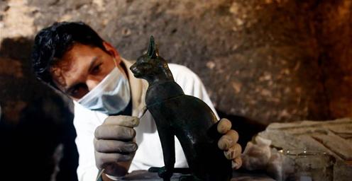 埃及:考古队新发现7座法老墓葬