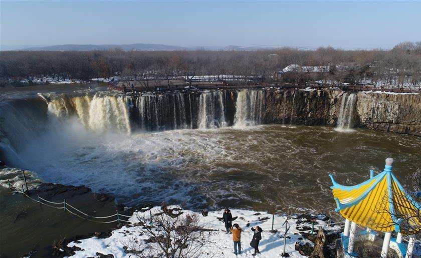 黑龙江牡丹江:镜泊湖现冬季大瀑布