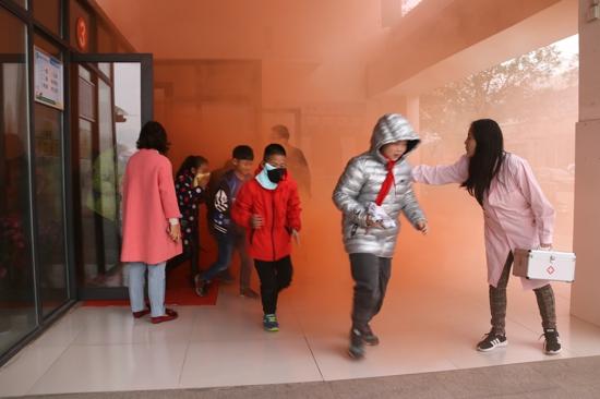 高新区五龙口小学举行消防安全演练: 安全在心中  平安处处行