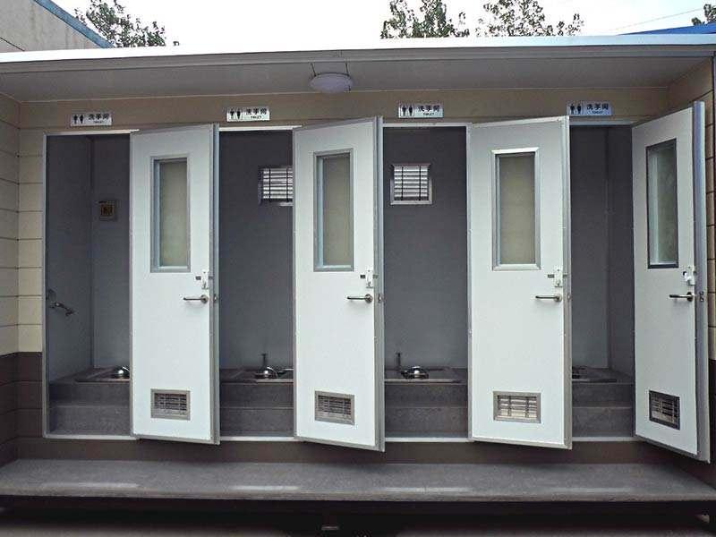"""兰州升级""""厕所革命"""" """"一厕一景""""成街头风景线"""