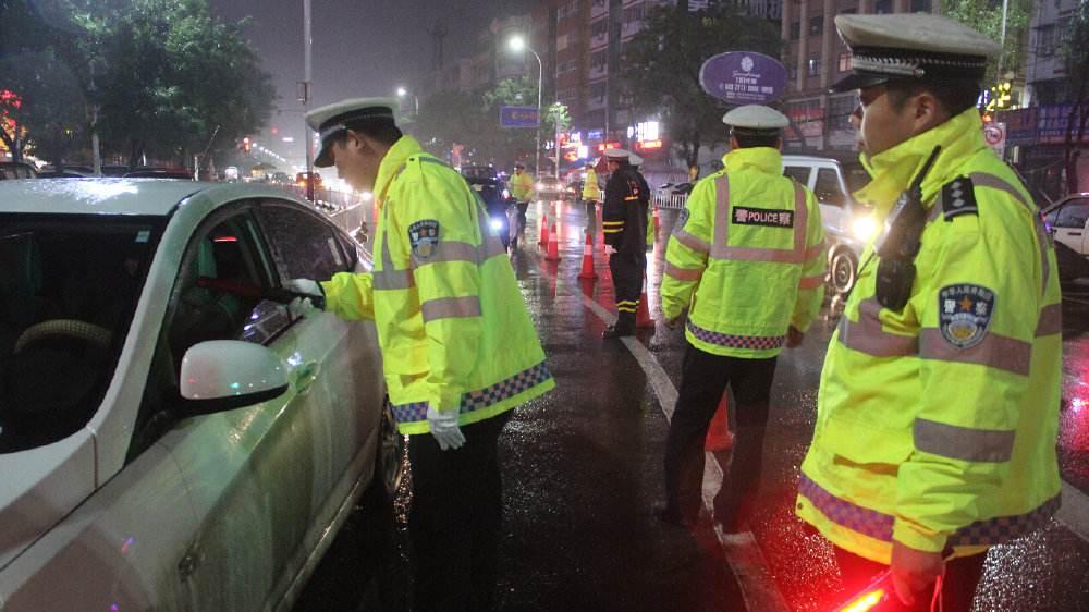 河南警方开展百日安全行动 整治高速交通秩序