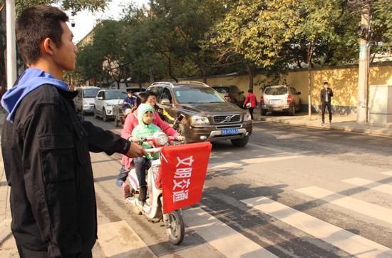 郑州金水区南阳新村街道组织新阶层志愿者走基层 同心协力捍卫碧水蓝天