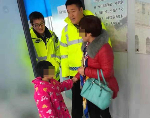 """邓州交警帮走失儿童找到家人获""""点赞"""""""