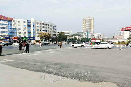 南阳城区伏牛路与长江路口改造完毕 今日恢复通行
