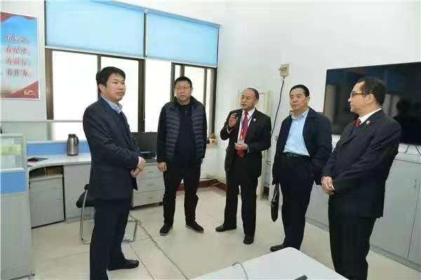 南阳市委常委、政法委书记张明体到南阳中院调研指导工作