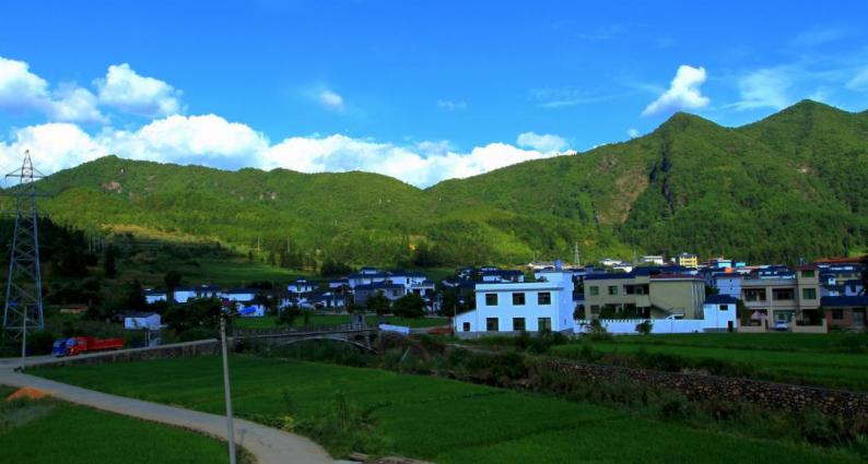 鹤壁淇滨:杨寨沟村通公交修村道致富路越走越宽