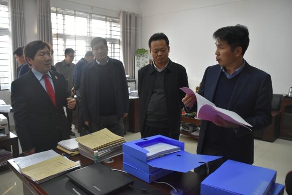 南阳市委委常、政法委书记张明体到桐柏法院 调研指导工作
