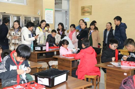 """郑州市高新区五龙口小学举行""""你成长,我快乐""""主题开放日活动"""