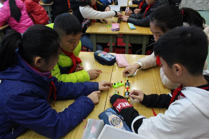河南省科学国培班骨干教师到伏牛路小学参观调研