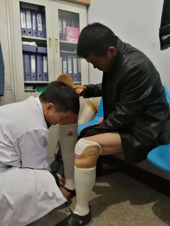 九三学社助力为37名贫困户安装假肢
