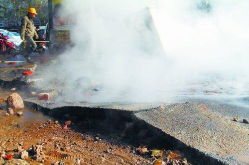 突发!郑州一公寓热力管网爆管致3人死亡 原因调查中
