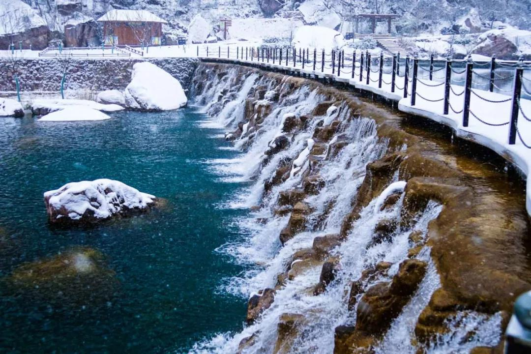 今冬首场雪降临,宝泉已美成仙境!