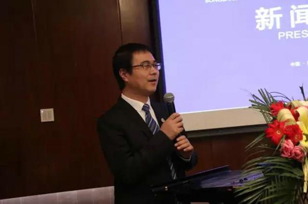 首届中国嵩山国际标识设计大赛暨中国标识品牌峰会新闻发布会在郑州召开