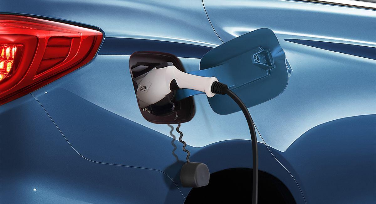 新能源车年产销首次双破百万 充电是门多大的生意?
