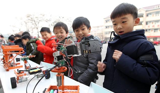 """许昌:""""校园科技节"""" 感受科学的魅力"""