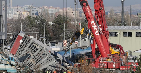 土耳其高铁发生撞车事故 9人死亡、47人受伤