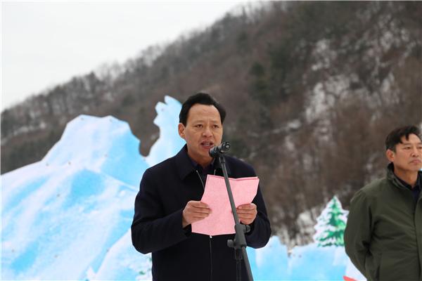 洛阳伏牛山滑雪度假乐园盛大开滑 畅享冰雪乐趣