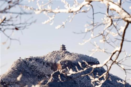 王屋山:朝霞雾霭似仙境,冰挂雾凇引入胜