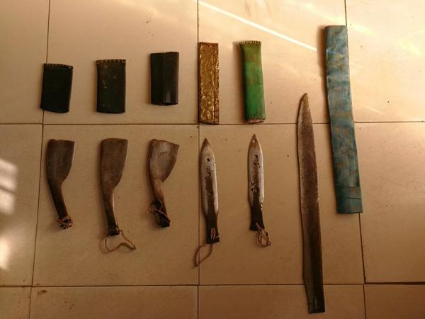 精神病人携带六把刀具  邓州民警快速控制交付监护人