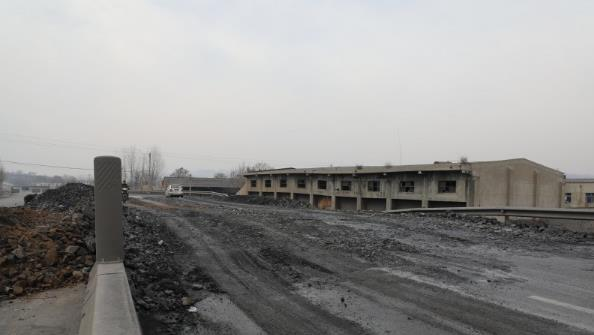 新密市国道G343葛沟村路段塌方 村民:意料之中
