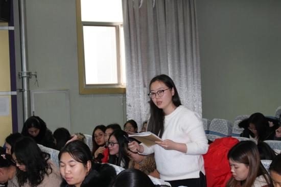"""中原区伏牛路小学开展以""""寻求课堂上的那份幸福""""为主题的高效协作组培训活动"""