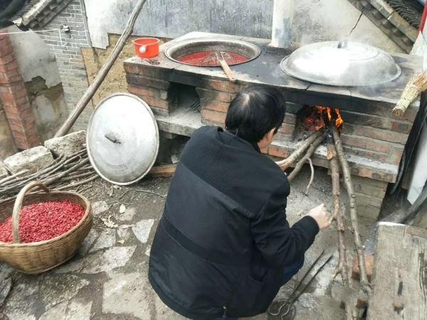 西峡县人民医院:帮扶干部与贫困户同吃同住同劳动 用心用情提升群众满意度