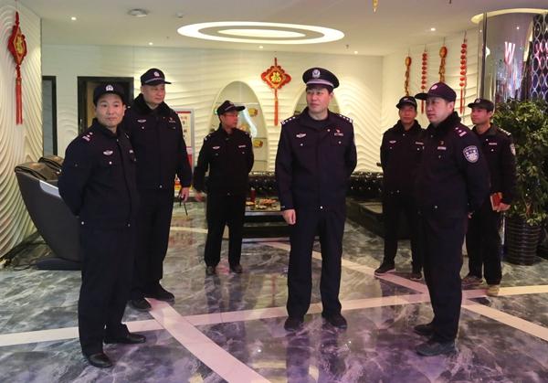 社旗县公安局局长高青同志深入一线督导平安夜安保工作