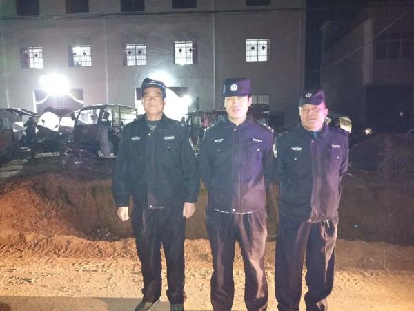 邓州张村派出所加强夜巡查 增强群众安全感