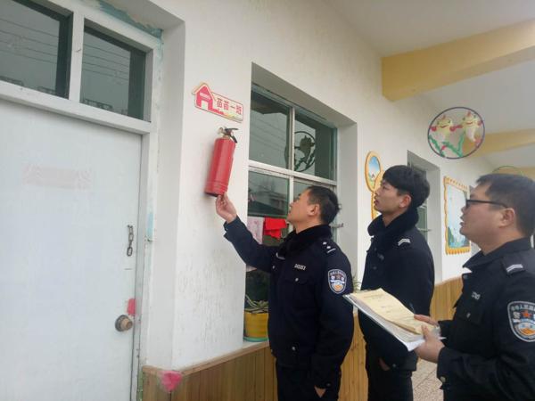 邓州刘集派出所深入辖区开展治安隐患排查活动