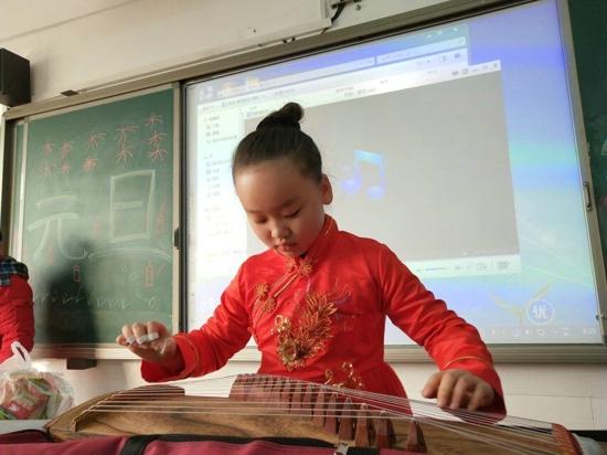 """郑州市五龙口小学举办""""家校过新年""""元旦晚会"""