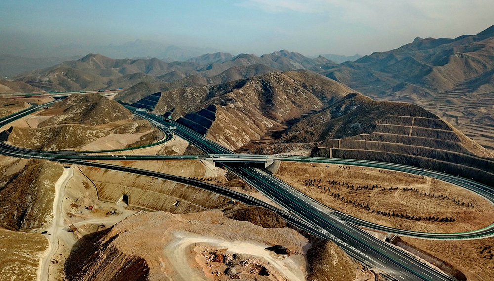 太行山高速公路主体工程开通