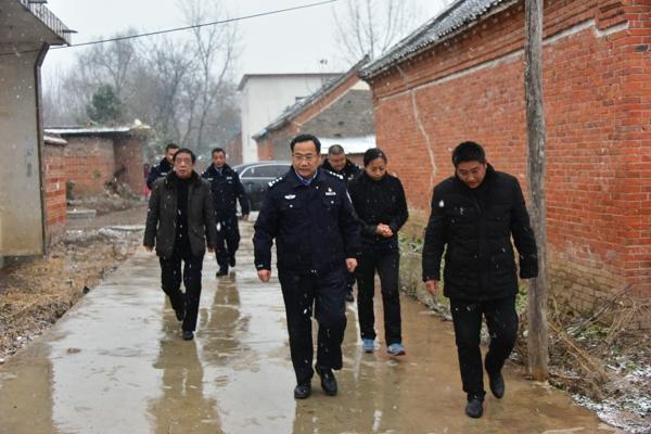 邓州市公安局长马骁深入裴营乡督导扶贫工作