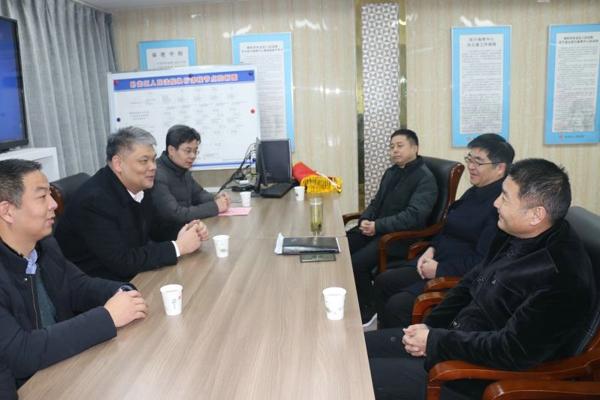 霍振峰一行到南阳市卧龙区人民法院拜访致谢