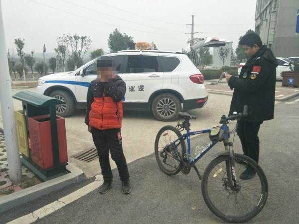 邓州:熊孩子负气离校出走 警校联合将其找回