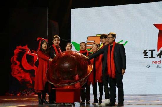 大美中国新星艺术18周年大型汇演在河南少儿春晚成功举办