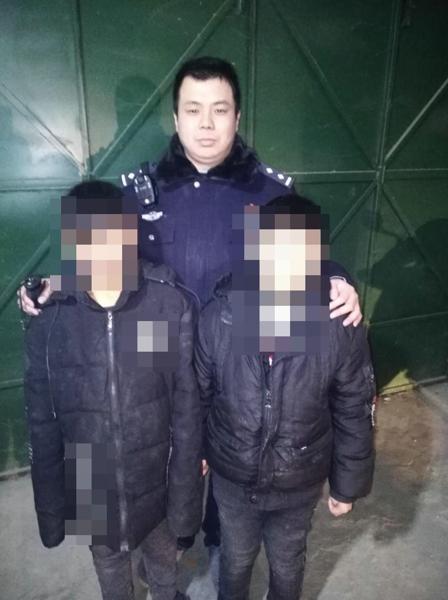 邓州都司派出所深夜接到两名孩童的求助