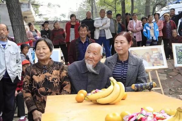 郏县117岁老人成中国健康老人之最