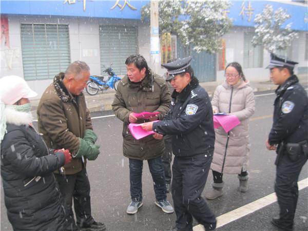 """内乡县公安局开展""""110宣传日""""活动"""