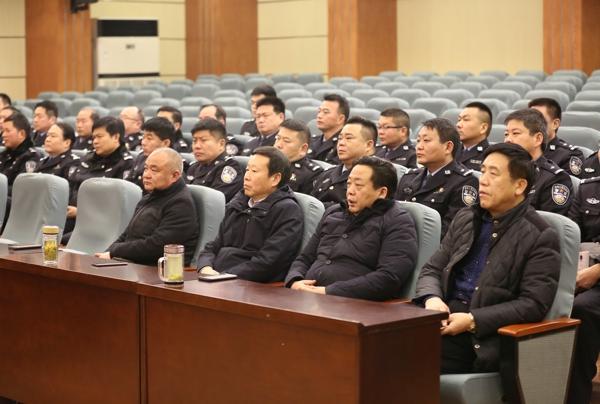 邓州市委常委、政法委书记程建功观摩职务犯罪庭审