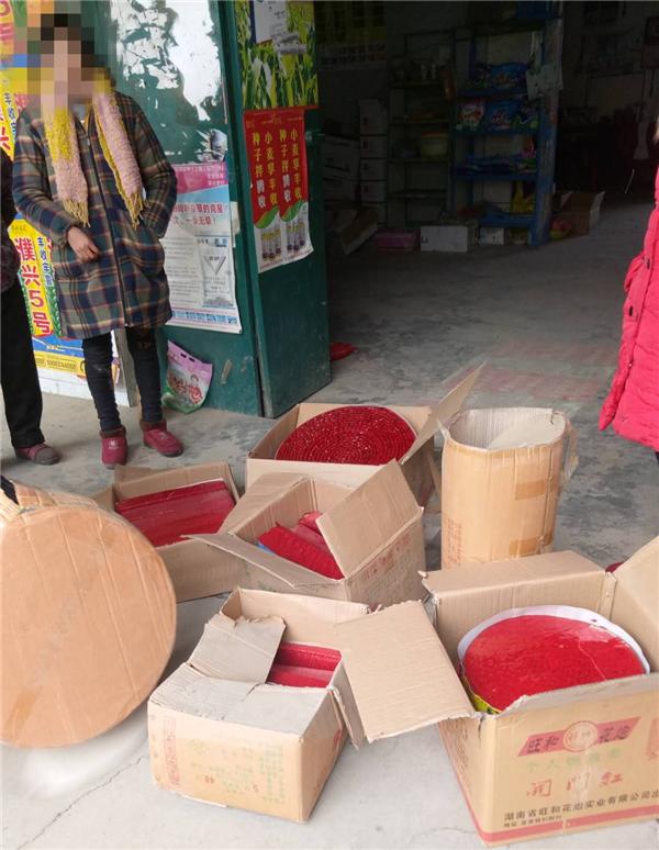 邓州一商户非法储存烟花爆竹被依法拘留