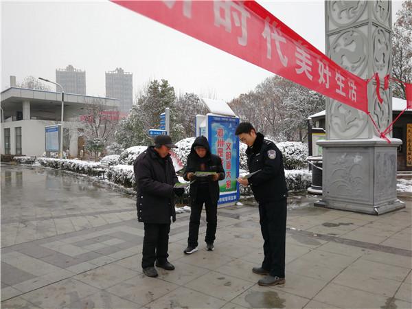 邓州市禁毒办联合公安开展110宣传教育活动