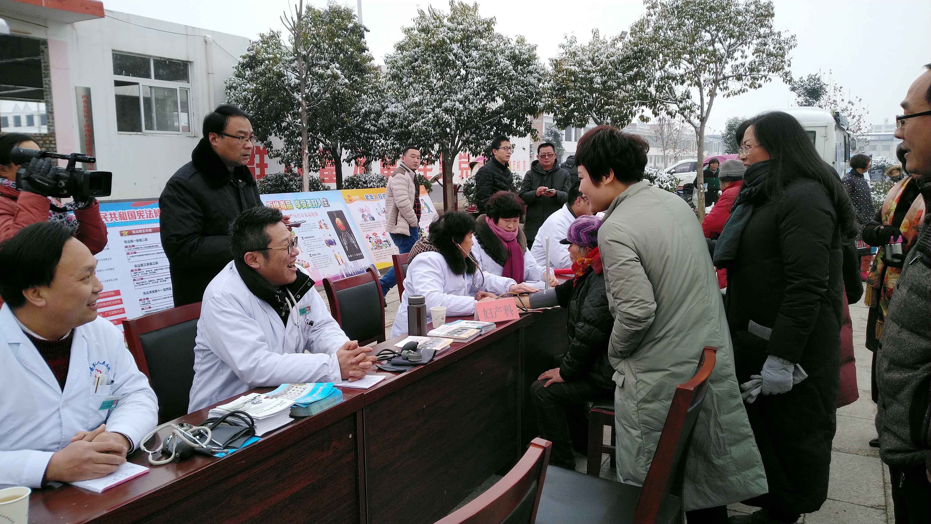 """内乡:文化科技卫生""""三下乡""""惠民暖人心"""