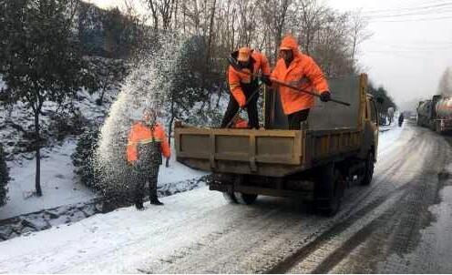 陕州区公路管理局全力以赴除冰雪保畅通