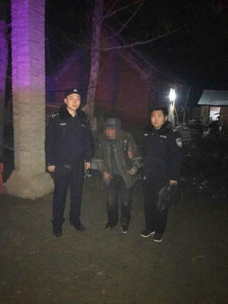 邓州高集派出所民警护送迷路老人回家