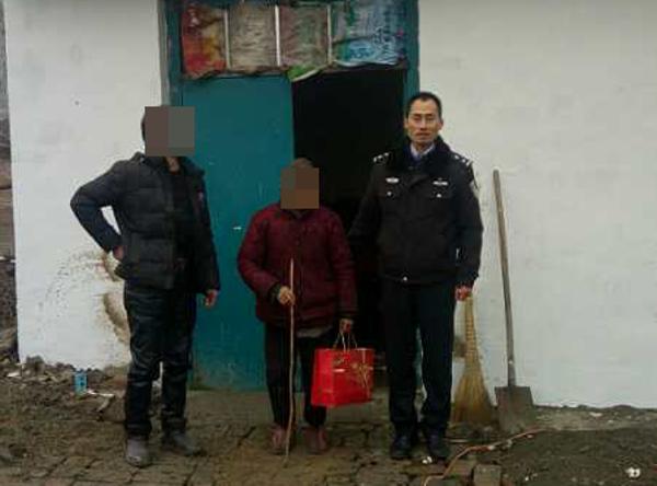 邓州高集派出所救助一名迷路老人