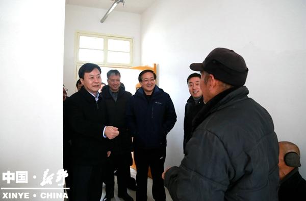 市委副书记曾垂瑞调研新野县经济社会发展情况
