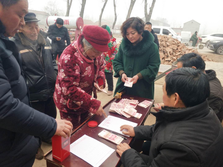虞城界沟镇邵古同村精准扶贫合作社召开分红大会
