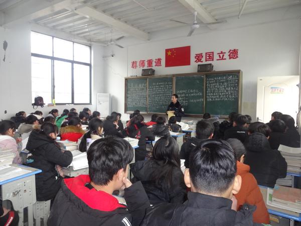邓州孟楼派出所深入学校开展反恐检查及宣传活动