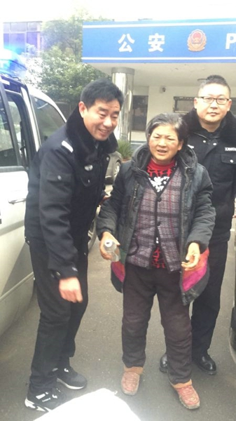 邓州警方请社会各界热心人士协助查找老人亲属