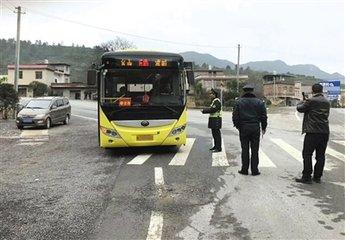 跨县公交运营受阻 请把百姓出行需求放在首要位置